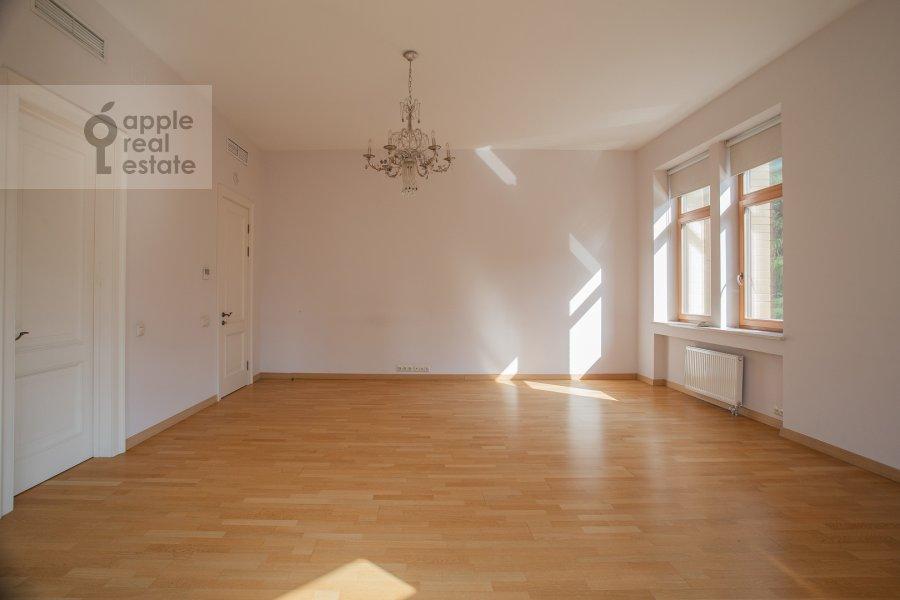 Bedroom of the 4-room apartment at Kolymazhnyy pereulok 10