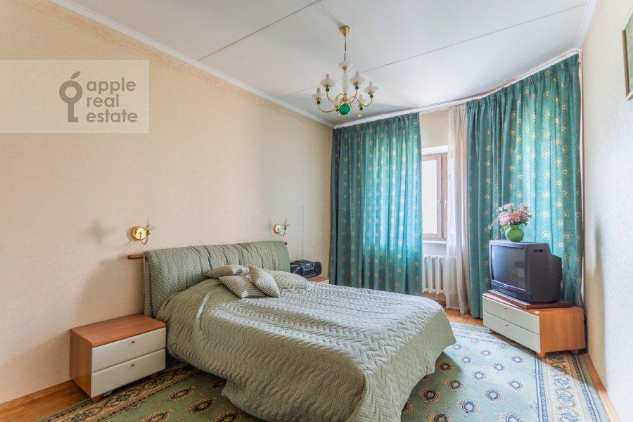 Спальня в 3-комнатной квартире по адресу Гарибальди ул. 36