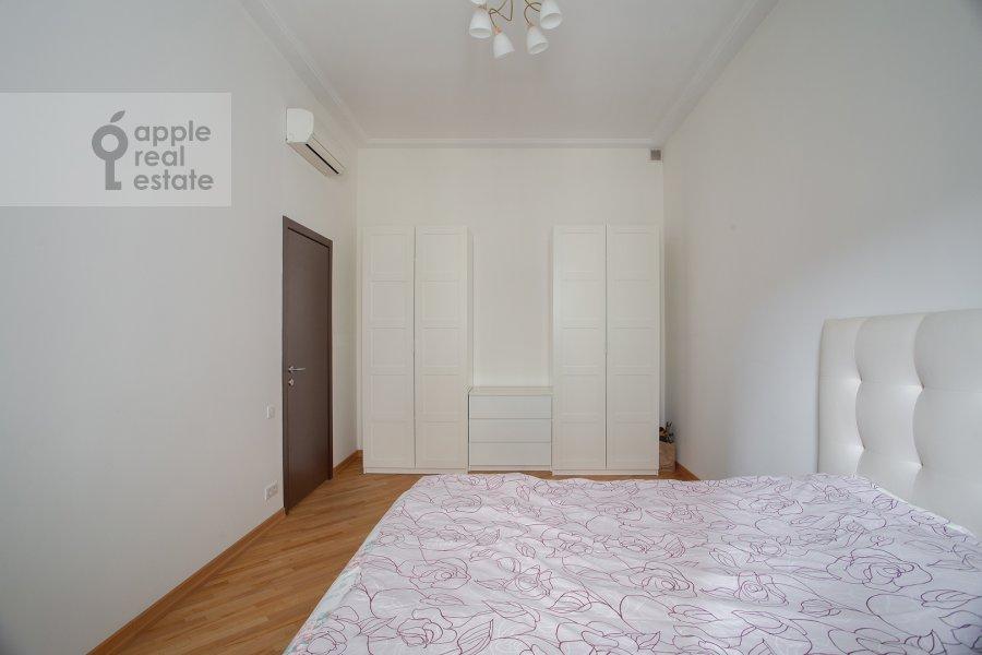 Спальня в 4-комнатной квартире по адресу Трехпрудный пер. 11/13с2
