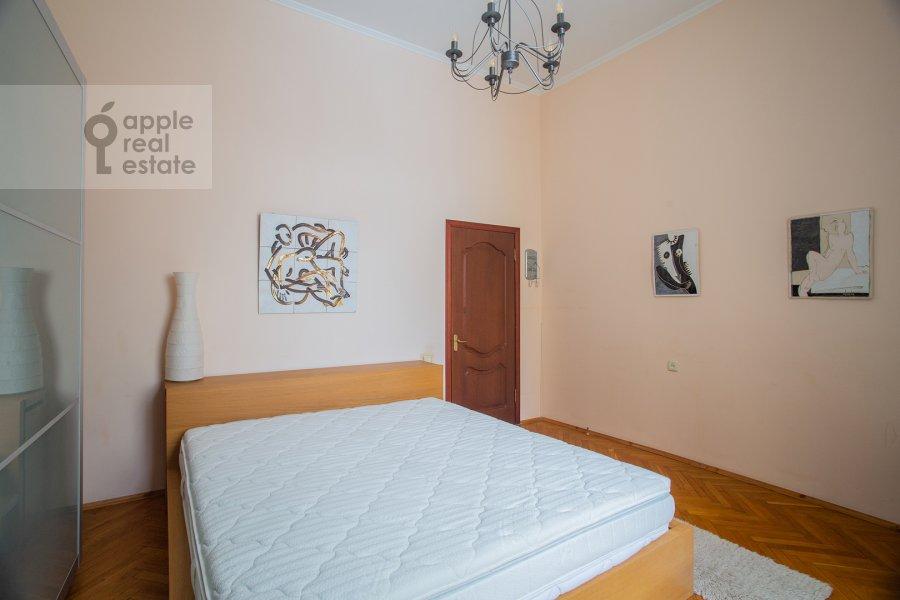 Спальня в 4-комнатной квартире по адресу Покровка ул. 44