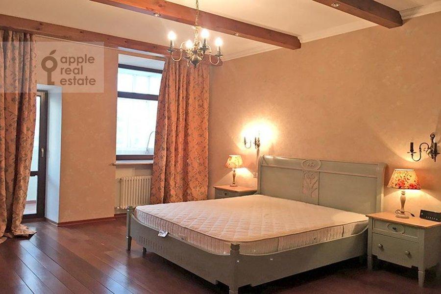Bedroom of the 3-room apartment at Milyutinskiy per. 3