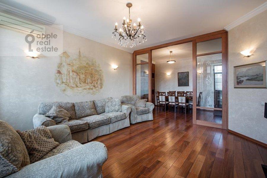 Living room of the 3-room apartment at Milyutinskiy per. 3