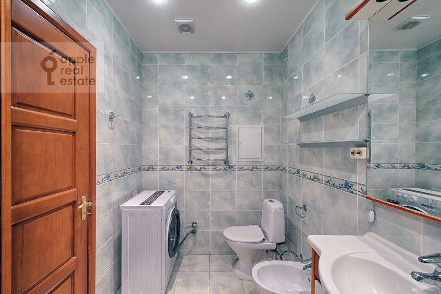 Bathroom of the 3-room apartment at Skhodnenskaya ulitsa 35S1