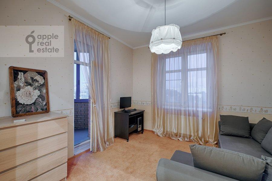 Children's room / Cabinet of the 3-room apartment at Skhodnenskaya ulitsa 35S1