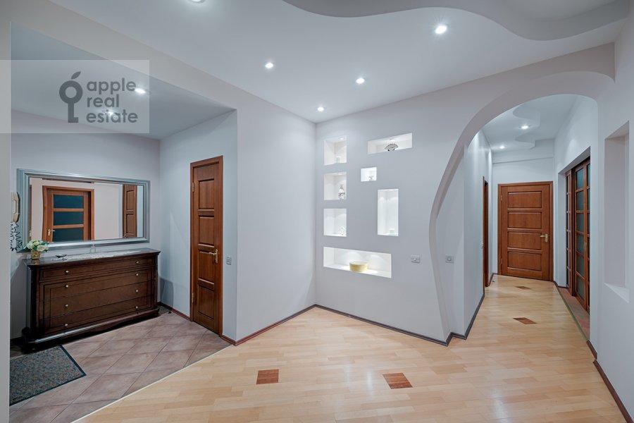 Corridor of the 3-room apartment at Skhodnenskaya ulitsa 35S1