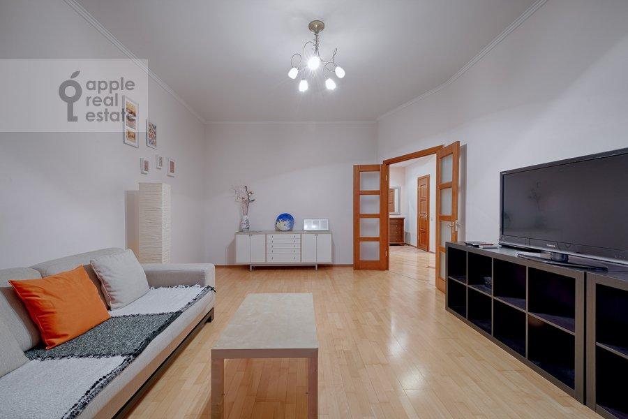 Living room of the 3-room apartment at Skhodnenskaya ulitsa 35S1