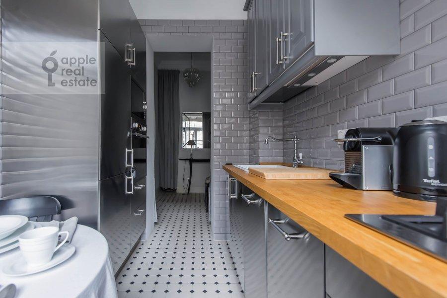 Кухня в 2-комнатной квартире по адресу 1-я Тверская-Ямская ул. 13с1