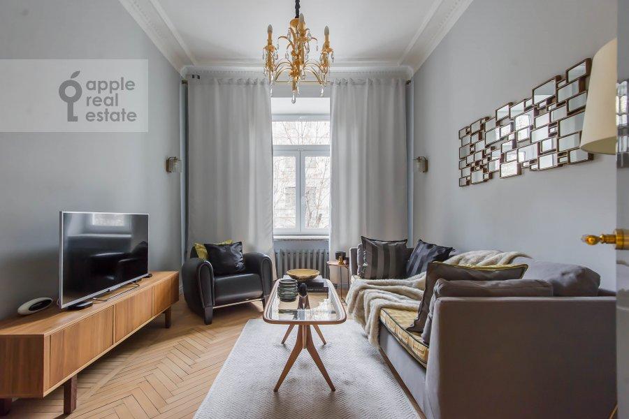 Гостиная в 2-комнатной квартире по адресу 1-я Тверская-Ямская ул. 13с1