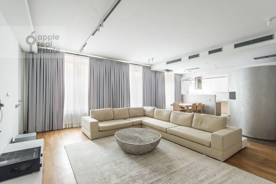 Гостиная в 4-комнатной квартире по адресу Бутиковский пер. 16с3