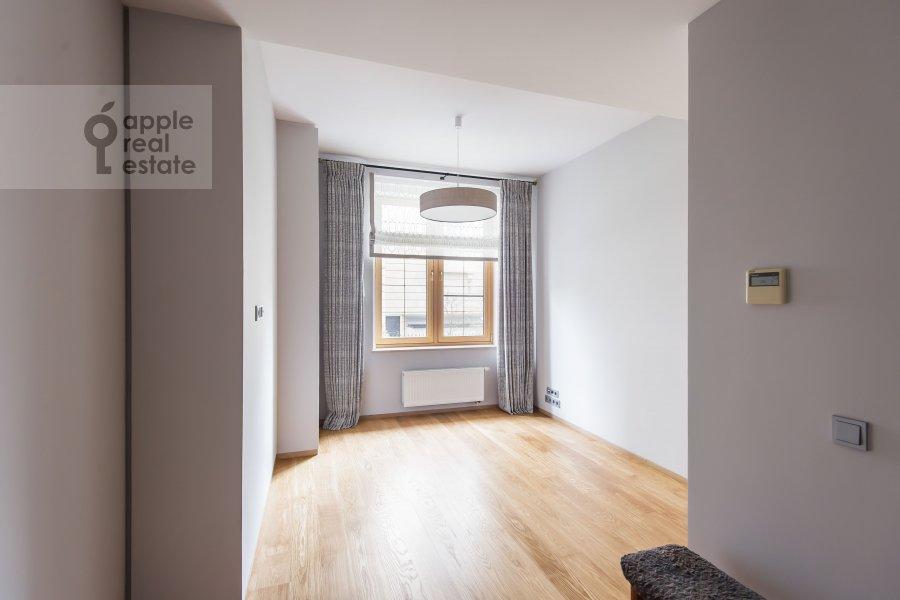 Детская комната / Кабинет в 4-комнатной квартире по адресу Бутиковский пер. 16с3