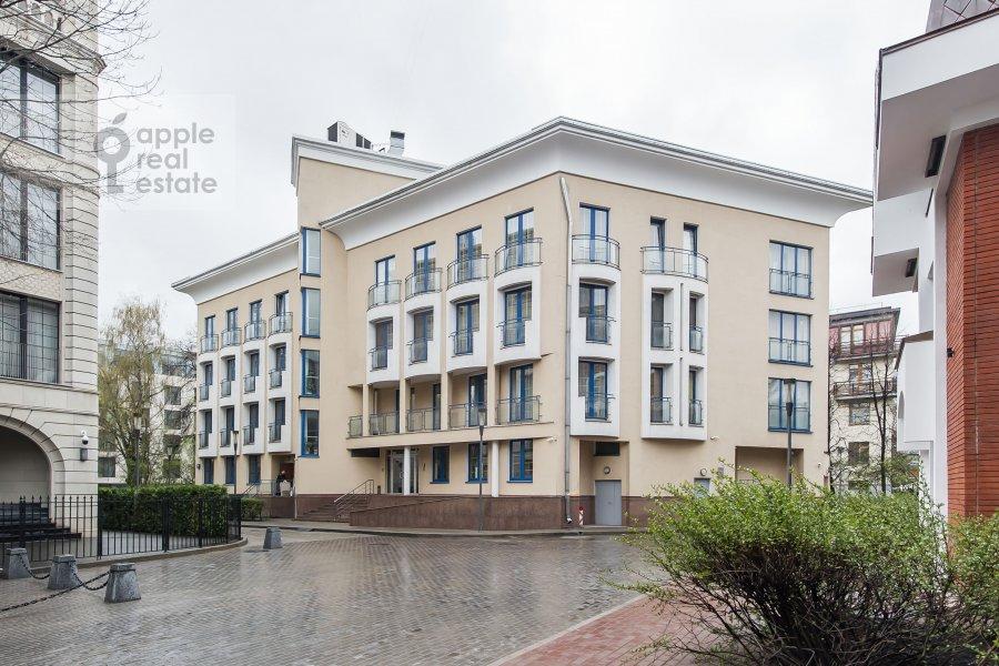 Фото дома 4-комнатной квартиры по адресу Бутиковский пер. 16с3