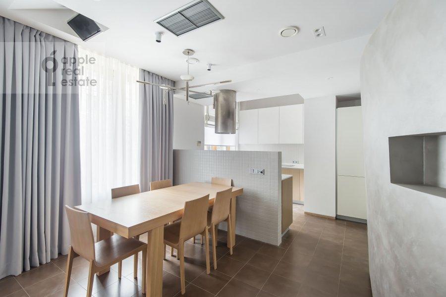 Кухня в 4-комнатной квартире по адресу Бутиковский пер. 16с3