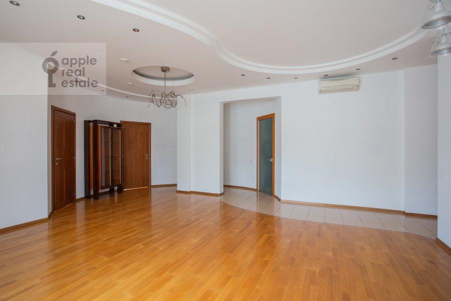 Гостиная в 4-комнатной квартире по адресу Машкова улица 1