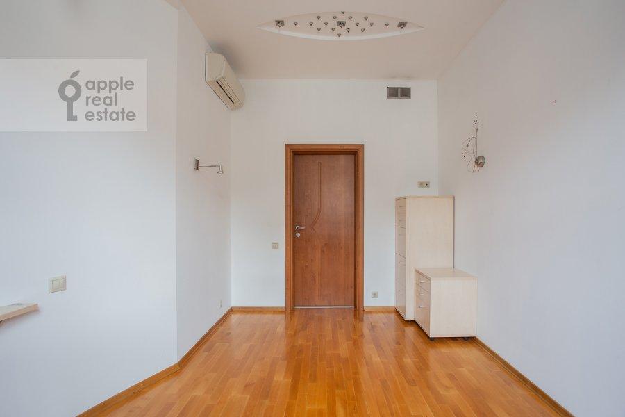Children's room / Cabinet of the 4-room apartment at Mashkova ulitsa 1