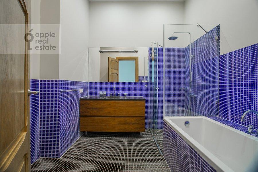 Bathroom of the 3-room apartment at Myasnitskaya ul. 24/7s2