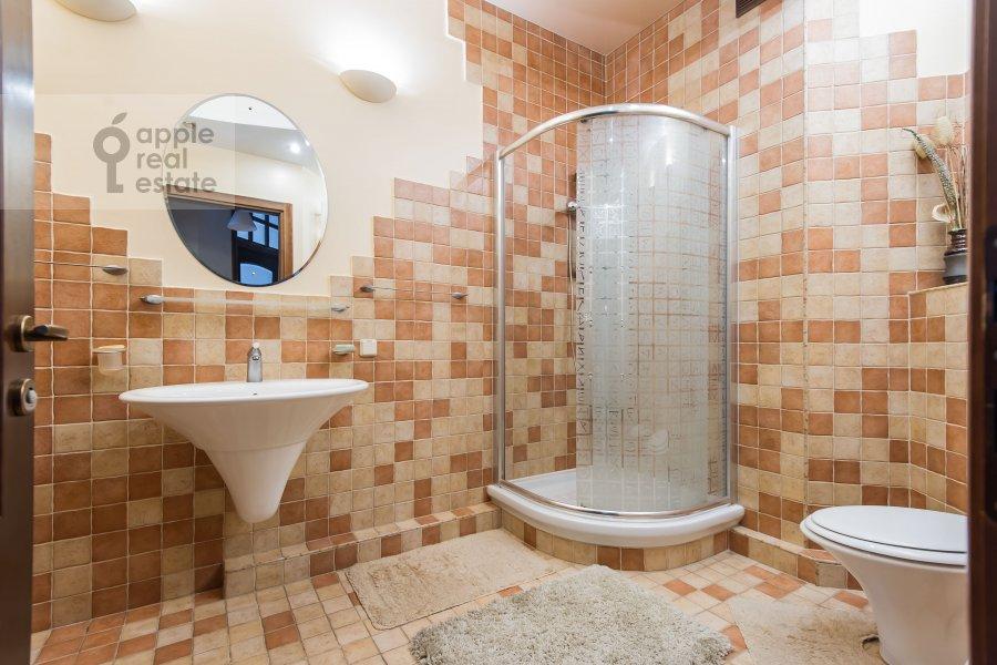 Санузел в 3-комнатной квартире по адресу Звенигородская ул. 8к1