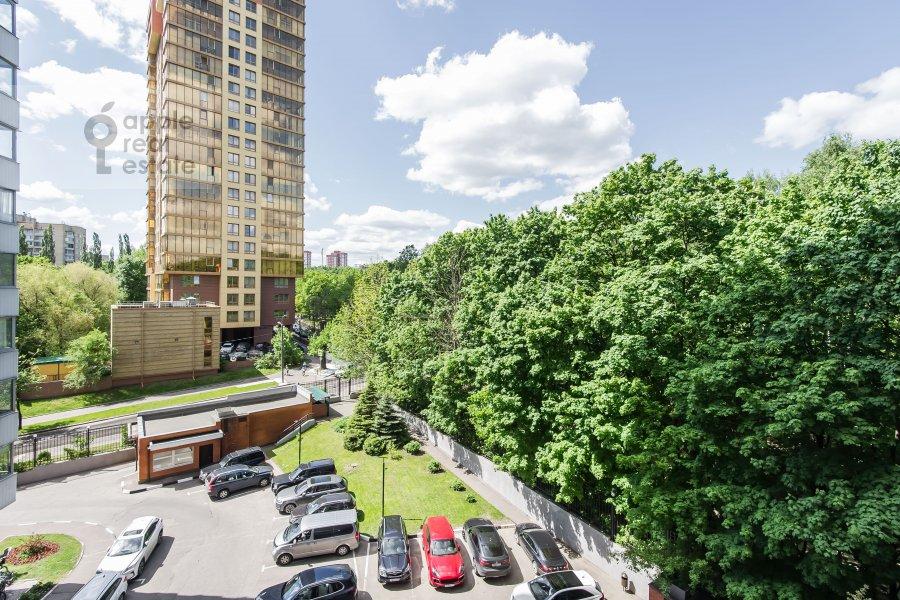 Вид из окна в 3-комнатной квартире по адресу Звенигородская ул. 8к1