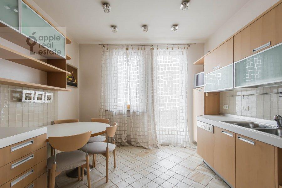 Kitchen of the 4-room apartment at Skaryatinskiy per. 7