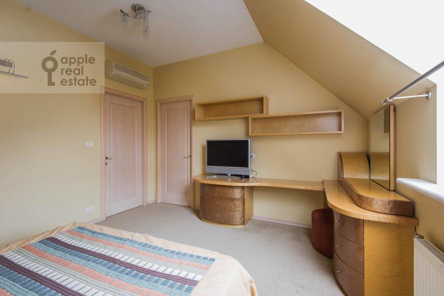 Bedroom of the 4-room apartment at Skaryatinskiy per. 7