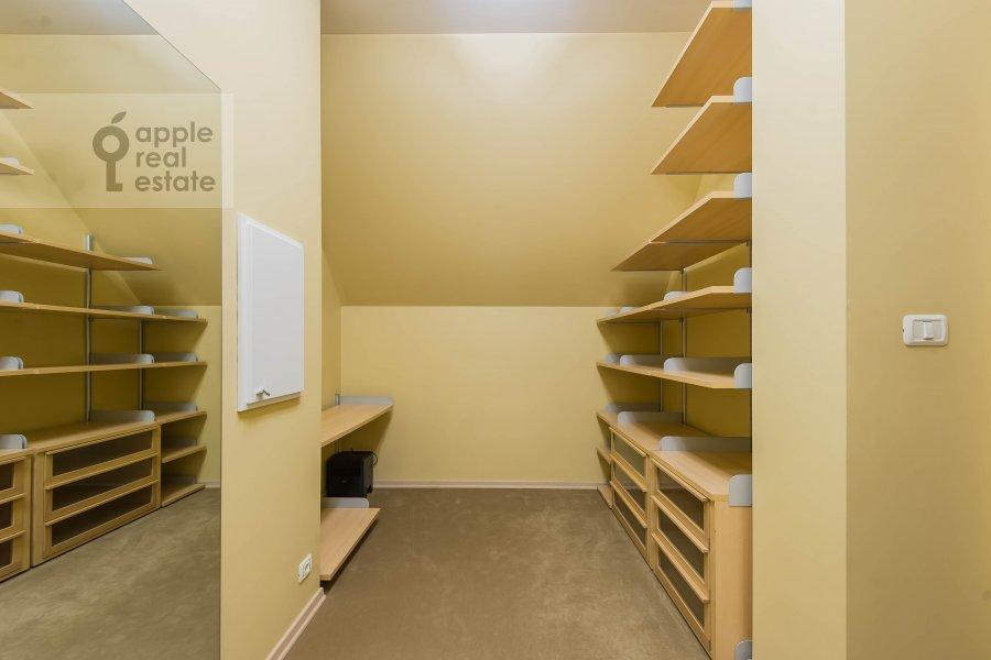 Walk-in closet / Laundry room / Storage room of the 4-room apartment at Skaryatinskiy per. 7