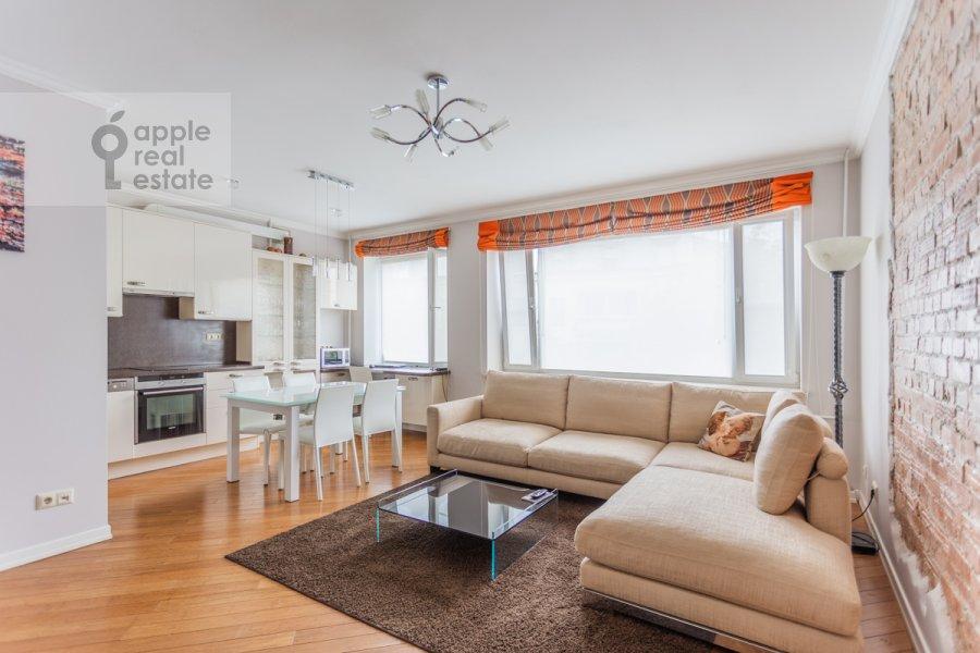 Living room of the 3-room apartment at Nikitskiy bul. 17