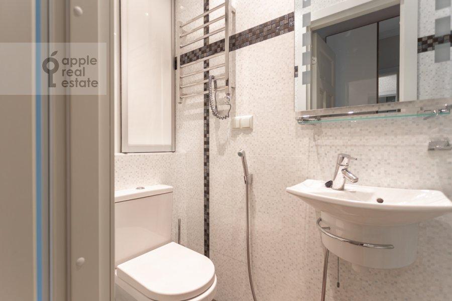 Bathroom of the 3-room apartment at Nikitskiy bul. 17