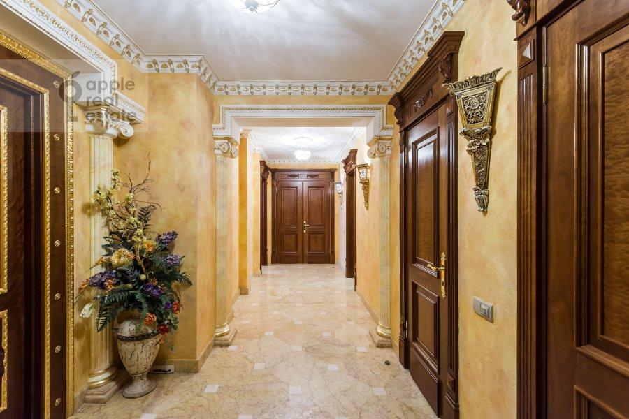 Corridor of the 5-room apartment at Aviatsionnaya ul. 79