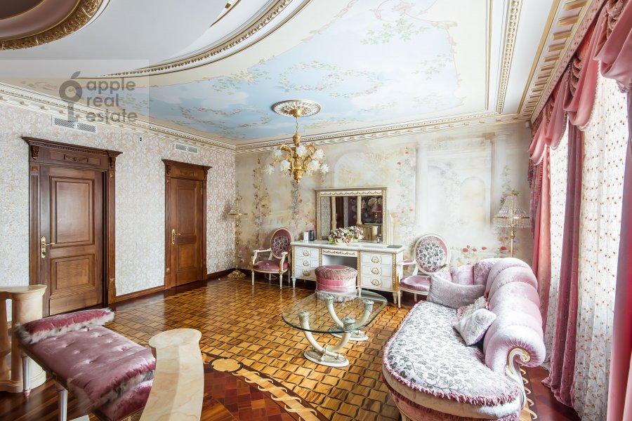 Bedroom of the 5-room apartment at Aviatsionnaya ul. 79