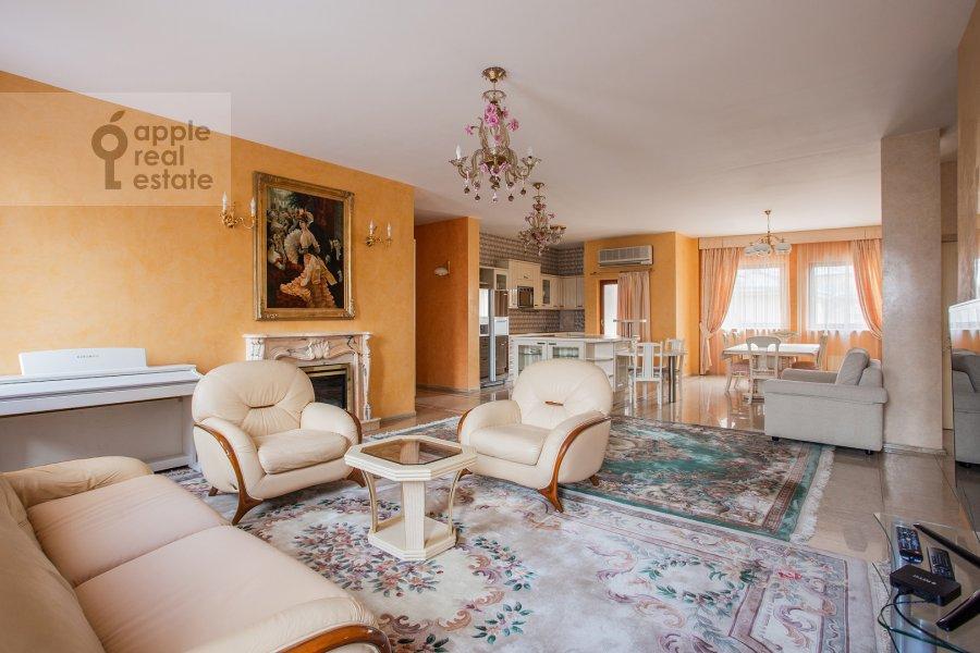 Living room of the 3-room apartment at Bol'shoy Tolmachevskiy pereulok 4s1