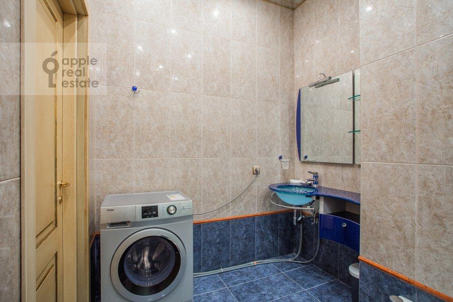 Bathroom of the 3-room apartment at Bol'shoy Tolmachevskiy pereulok 4s1