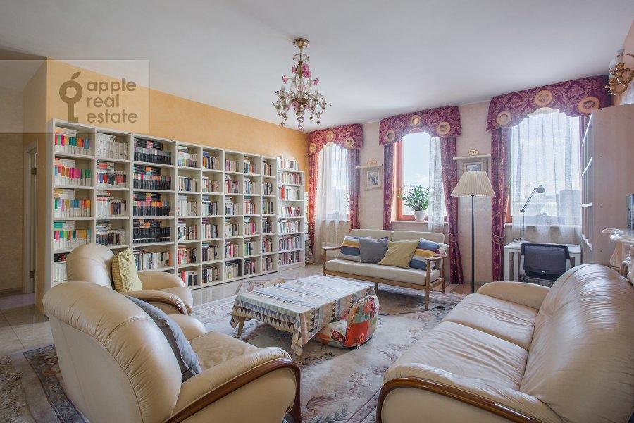 Living room of the 3-room apartment at B. Tolmachevskiy per. 4s1