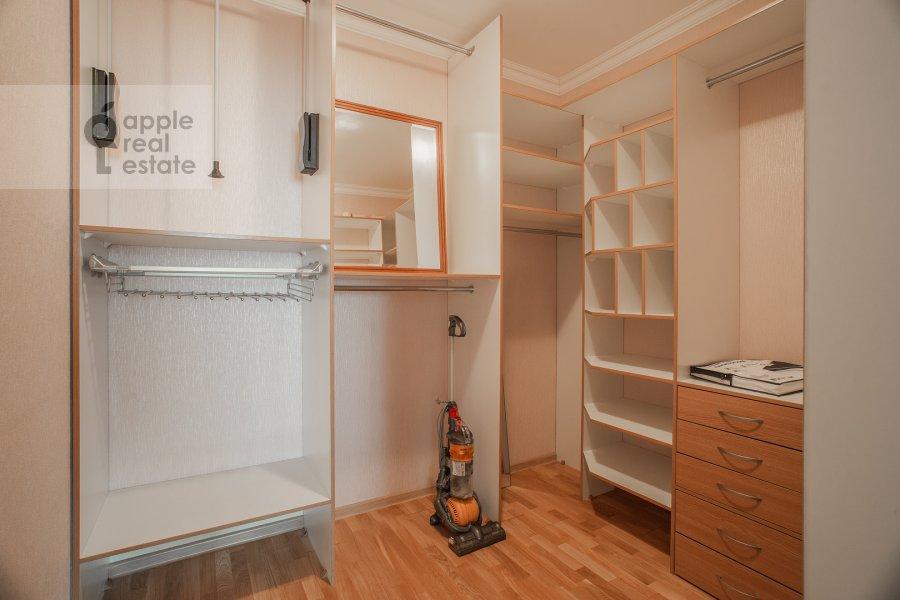 Гардеробная комната / Постирочная комната / Кладовая комната в 2-комнатной квартире по адресу Удальцова ул. 17к1