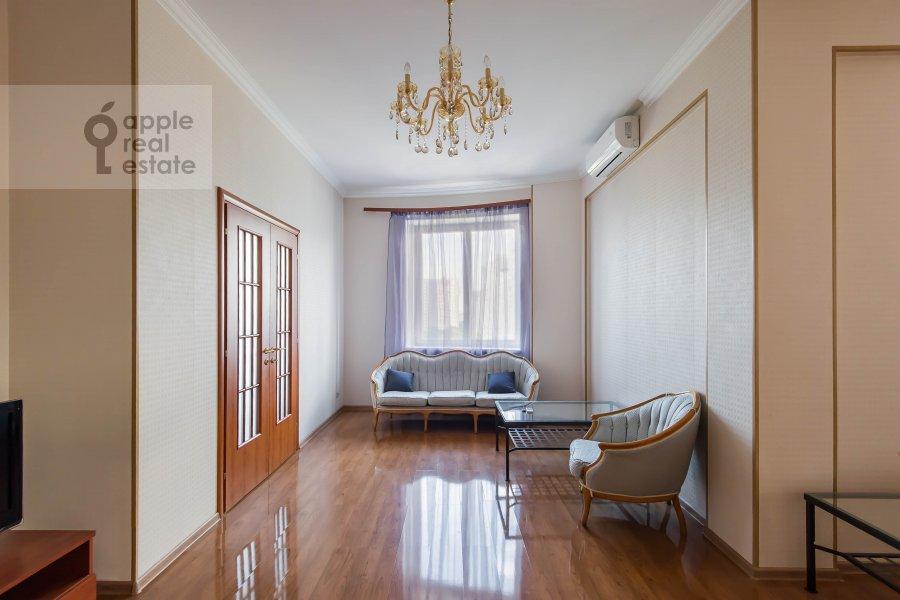 Living room of the 2-room apartment at Taganskaya ul. 36k2