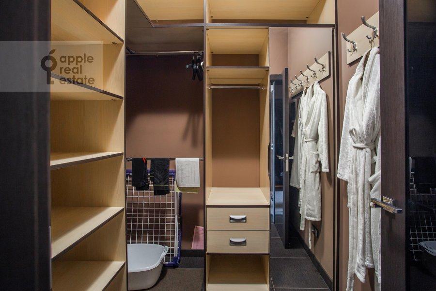 Гардеробная комната / Постирочная комната / Кладовая комната в 1-комнатной квартире по адресу Новый Арбат ул. 32
