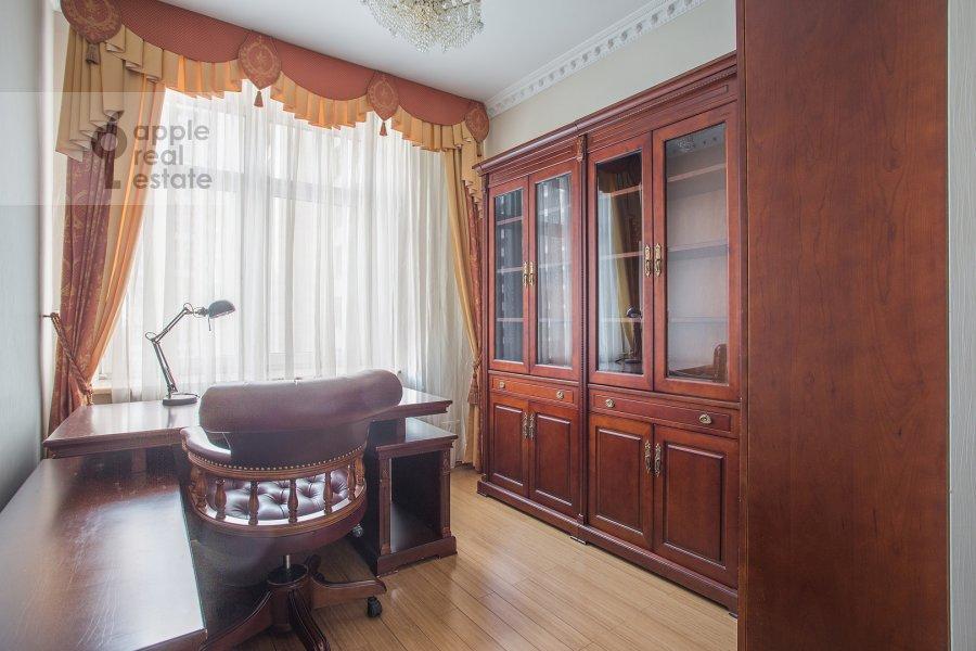 Детская комната / Кабинет в 5-комнатной квартире по адресу Чапаевский пер 3