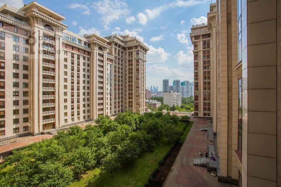 Вид из окна в 5-комнатной квартире по адресу Чапаевский пер 3