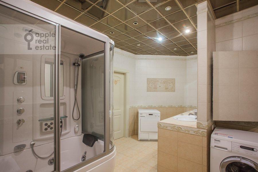 Санузел в 5-комнатной квартире по адресу Чапаевский пер 3