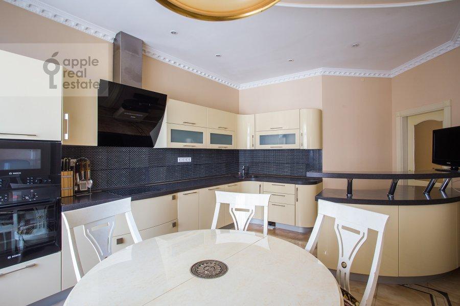 Кухня в 5-комнатной квартире по адресу Чапаевский пер 3