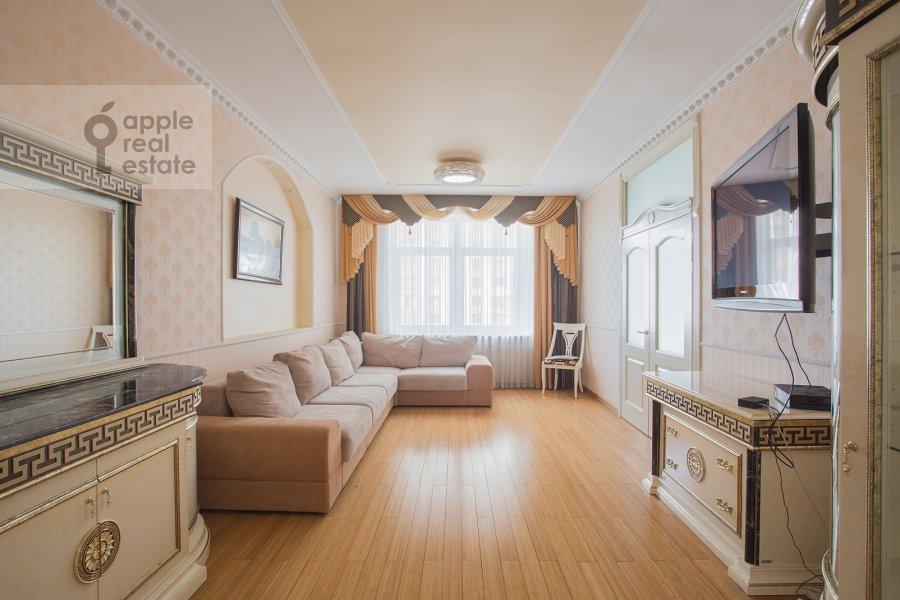 Гостиная в 5-комнатной квартире по адресу Чапаевский пер 3