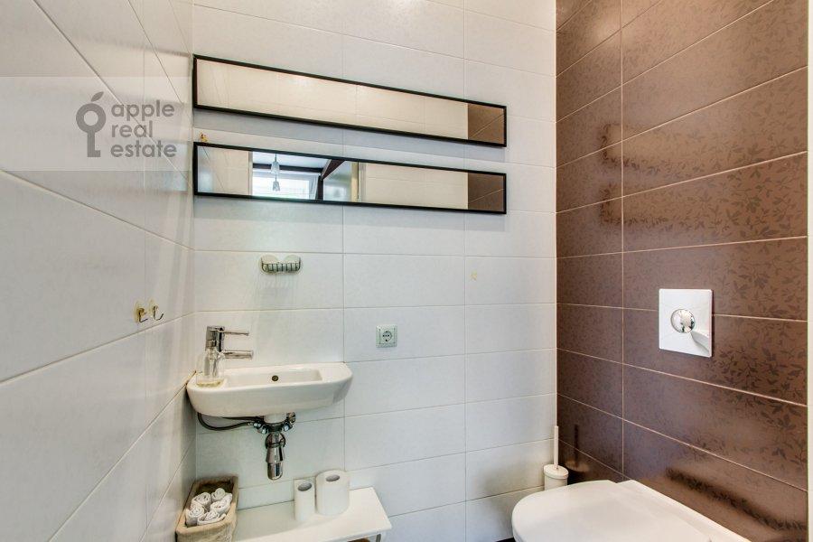 Bathroom of the 6-room apartment at Dosflota pr. 16k1