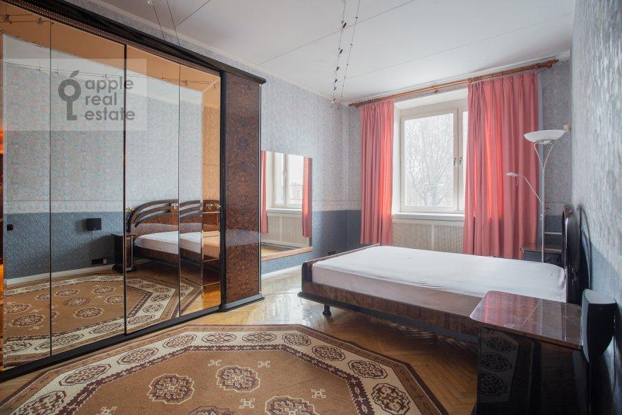 Bedroom of the 4-room apartment at Kazakova ul. 17/1s1