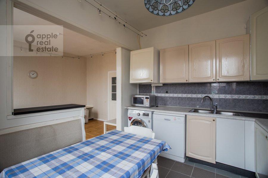 Kitchen of the 4-room apartment at Kazakova ul. 17/1s1