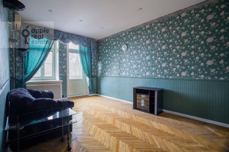 Children's room / Cabinet of the 4-room apartment at Kazakova ul. 17/1s1