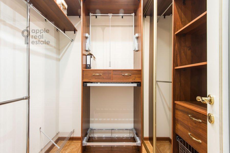 Гардеробная комната / Постирочная комната / Кладовая комната в 4-комнатной квартире по адресу Шмитовский пр. 20