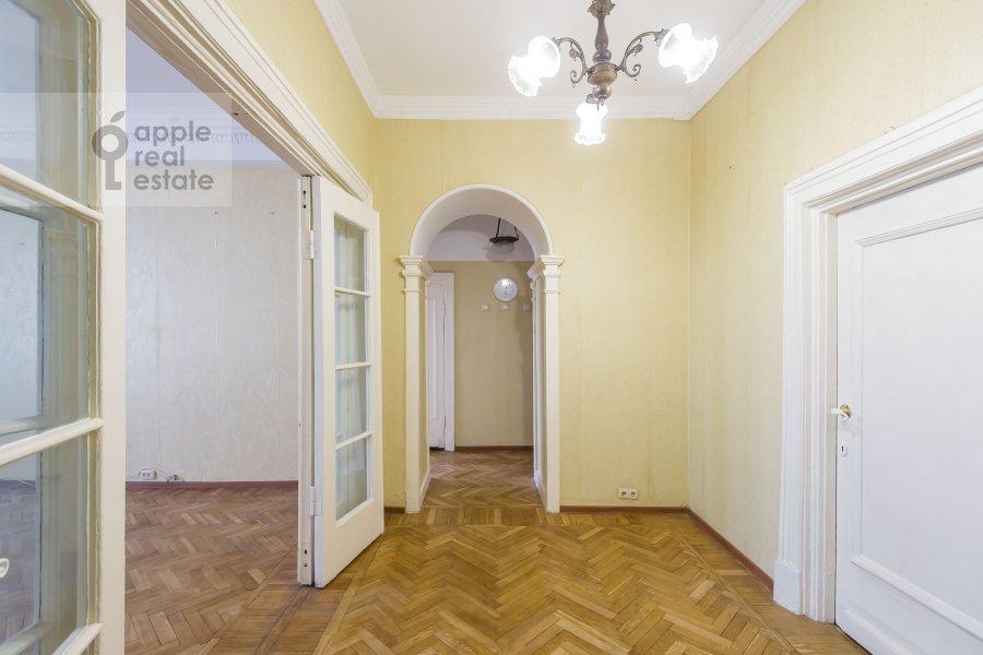 Коридор в 4-комнатной квартире по адресу Гончарная ул. 26к1