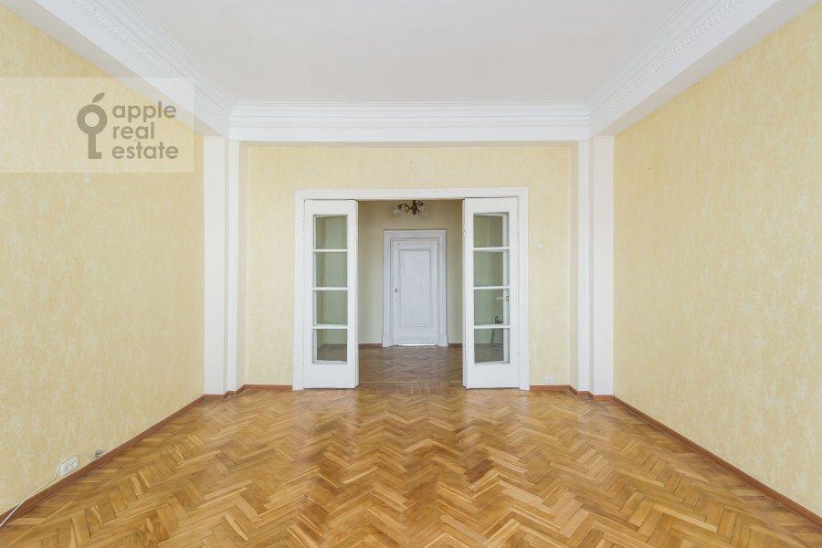 Гостиная в 4-комнатной квартире по адресу Гончарная ул. 26к1
