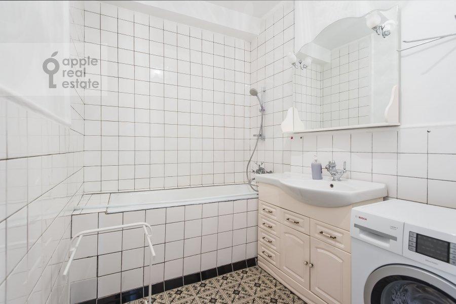 Санузел в 4-комнатной квартире по адресу Гончарная ул. 26к1