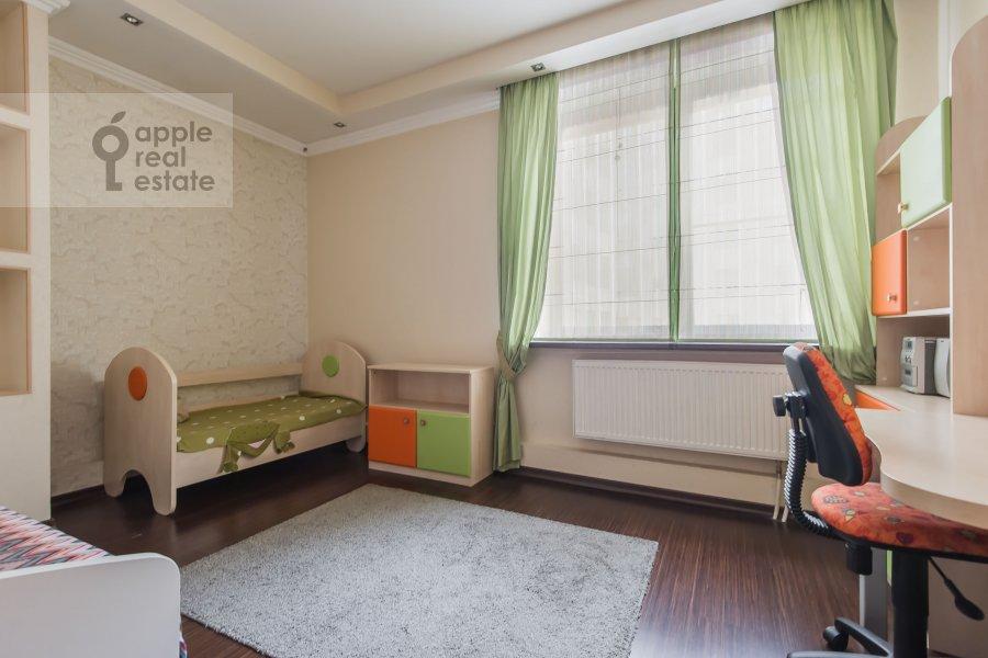 Children's room / Cabinet of the 4-room apartment at 3-ya Krasnogvardeyskaya ulitsa 3