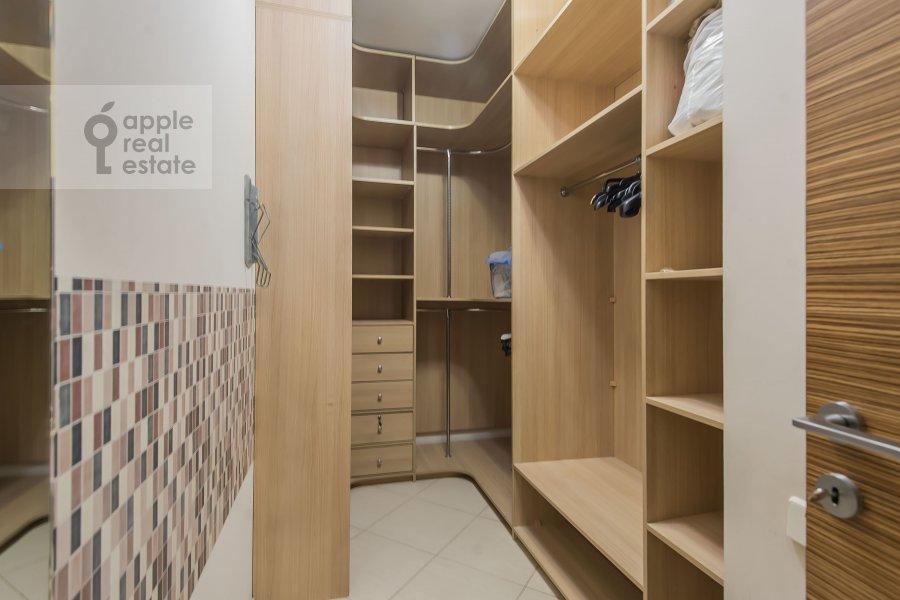 Walk-in closet / Laundry room / Storage room of the 4-room apartment at 3-ya Krasnogvardeyskaya ulitsa 3