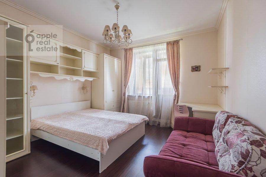 Bedroom of the 4-room apartment at 3-ya Krasnogvardeyskaya ulitsa 3